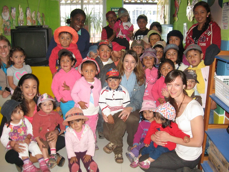 Sarah Gray and Ecuadorian children